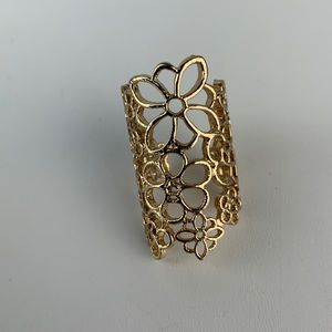 Jewelry - Gold Tone Flower Ornate Ring